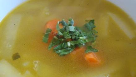 Kohlrabisüppchen mit klarer Gemüsebrühe - Rezept