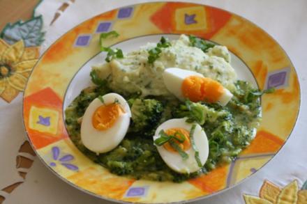 Eier mit Broccoli-Speck-Soße - Rezept