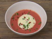 Rote-Bete-Süppchen mit Meerrettich-Schaum (Jörn Kamphuis) - Rezept