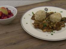 Semmelknödel mit Pilzragout und Rotkohlsalat mit Orangen (Jörn Kamphuis) - Rezept