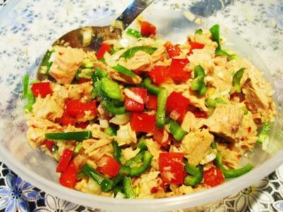 Salat mit Paprika und Thunfisch ... - Rezept
