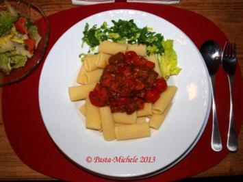 Rezept: Merguez mit Harissa-Tomaten-Sauce und Pasta