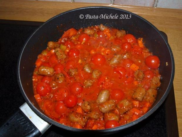 Merguez mit Harissa-Tomaten-Sauce und Pasta - Rezept - Bild Nr. 3