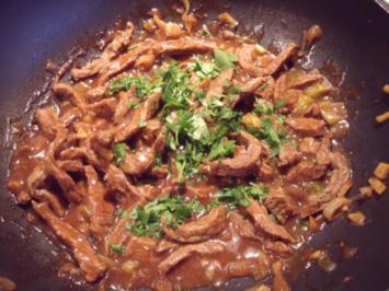 Fleisch mit schwarzer Bohnensauce und Bratreis - Rezept