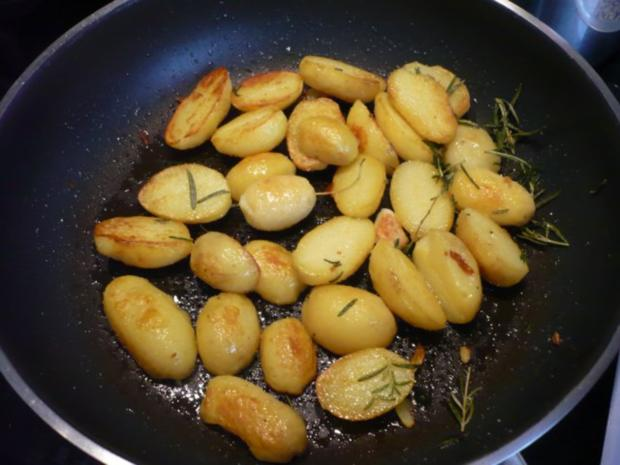 Tacchina arrosto mit Rosmarinkartoffeln und Zucchinispalten - Rezept - Bild Nr. 12