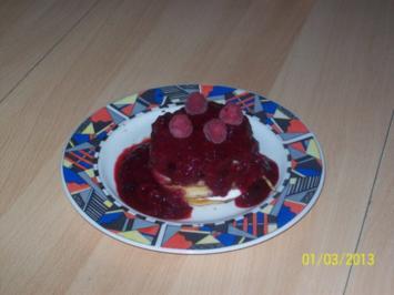 Buttermilch-Pancakes mit Quarkcreme & Beerensoße - Rezept