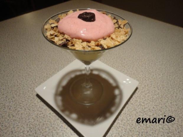Vanille Creme mit Erdbeer Sahne und Knusper Brösel - Rezept - Bild Nr. 12