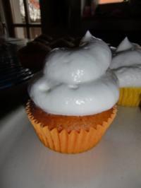 Zitronen-Cupcake mit Marshmallow-Frosting - Rezept