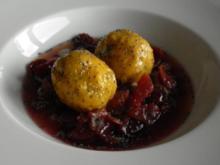 Kartoffel-Kürbis-Klößchen mit Pflaumenkompott - Rezept