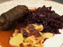 Rinderroulade mit Rotkohl und Kartoffelgratin (Claudelle Deckert) - Rezept