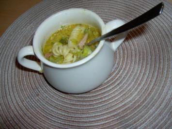Rahmsuppe mit Zucchini und Staudensellerie - Rezept