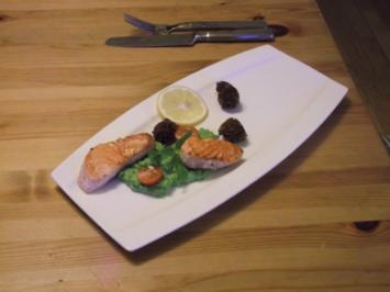 Lachs mit Zitronengras-Erbsenpüree und Kichererbsenbällchen - Rezept