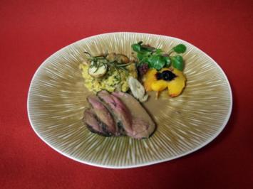 Rezept: Rehlein an geschmorten Pfirsichhälften mit Steinpilz-Rosmarin-Risotto