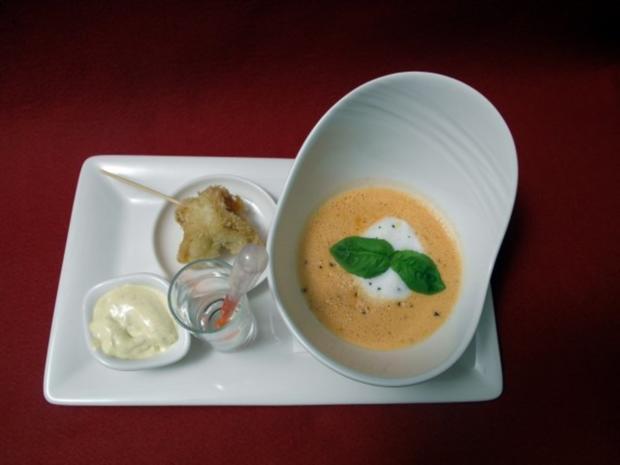 Tomate-Chili-Kokossuppe mit Garnele im Tempuramantel - Rezept