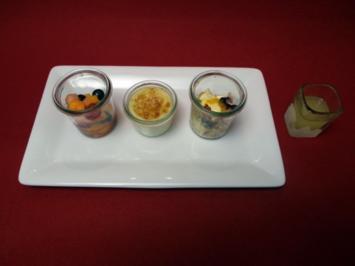 Ingwerpudding mit Früchte-Crumble und angemachten Früchten - Rezept
