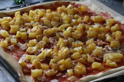 Pizza mit karamellisierter Ananas - Rezept