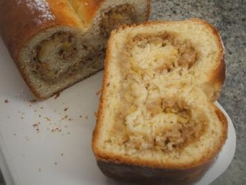 Backen: Marzipan - Hefekuchen mit fruchtiger Füllung - Zwei Jahre KOCHBAR - Rezept