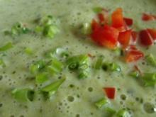Brokkolisuppe mit Chilli Topping - Rezept