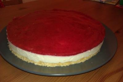 Philadelphia Torte mit Erdbeerspiegel - Rezept