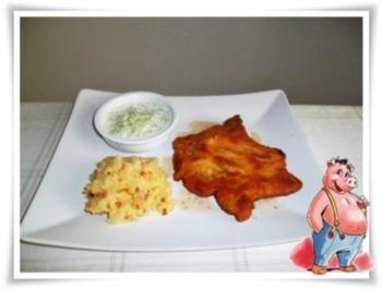Paniertes Kotelett mit würzigen Stampfkartoffeln und Gurkensalat dazu. - Rezept