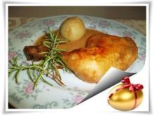 Saftige Hähnchenschenkel mit gefüllten Kartoffelklößen. - Rezept
