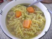 Suppen & Eintöpfe : Hühnersuppe mit Spirelli - Rezept