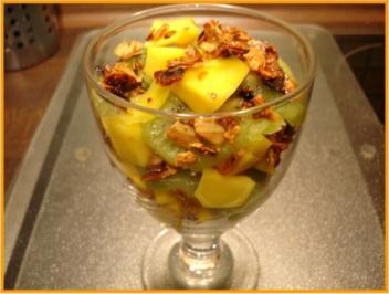 Mango-Kiwi-Dessert mit karamelisierten Mandelblättchen - Rezept