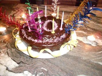 Rezept: Schokoladiger Geburtstagskuchen mit Erdbeercreme