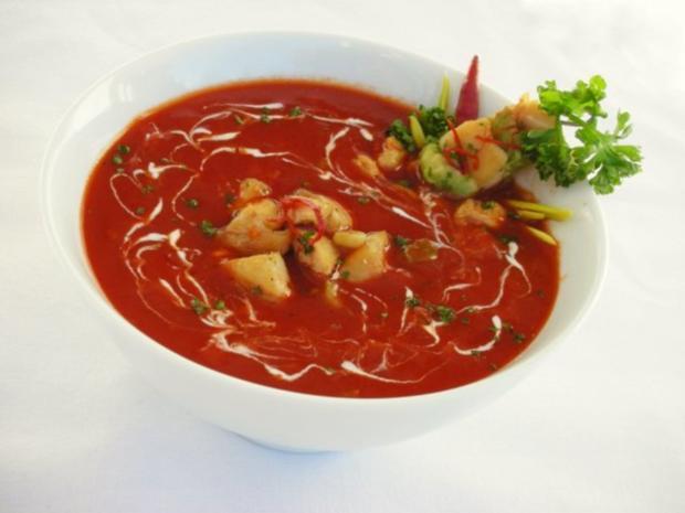 Tomaten-Chili-Suppe mit Hähnchenfleisch und Avocado - Rezept