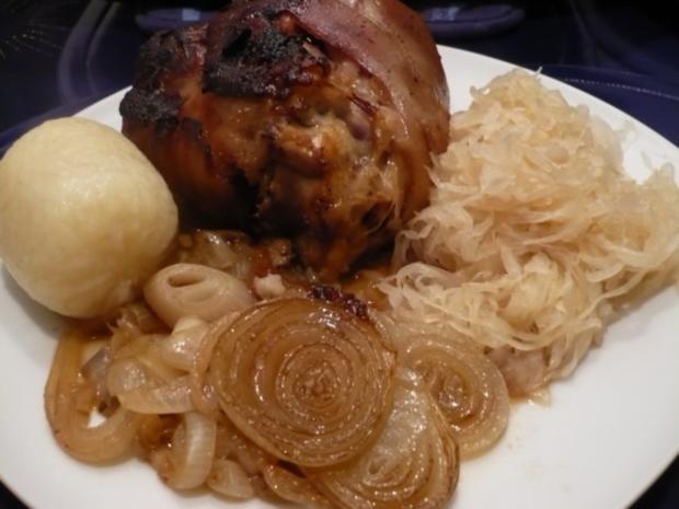Gebackenes Eisbein mit viel Zwiebeln - Rezept