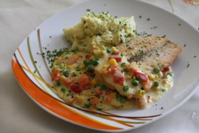 Fisch: Lachs mit Gemüse-Käse-Soße - Rezept