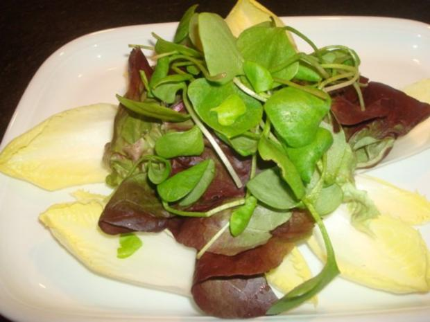 Salat mit marinierten Zwiebeln und Käse - Rezept - Bild Nr. 2