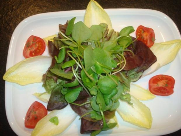 Salat mit marinierten Zwiebeln und Käse - Rezept - Bild Nr. 3