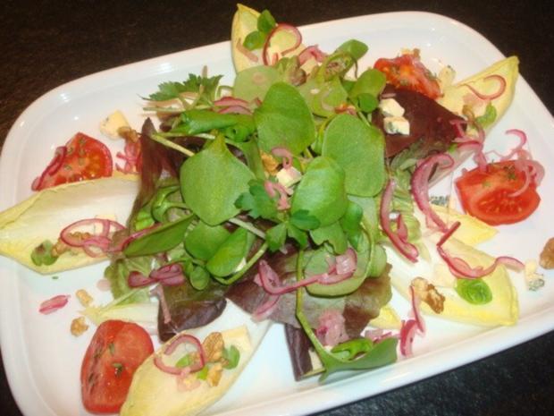 Salat mit marinierten Zwiebeln und Käse - Rezept - Bild Nr. 4