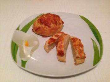 Pizzabrötchen mit Käsehaube - Rezept