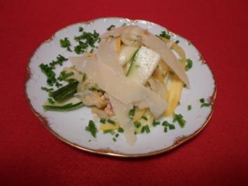Zucchini-Salat mit Cashewkernen und Parmesan - Rezept