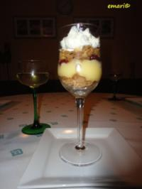 Weinbrand Weichseln mit Vanille Creme & Knusper Brösel - Rezept