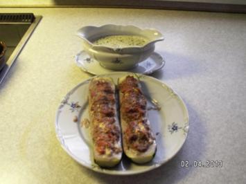 Zucchini mit Hackfleischfüllung und Petersilien-Sauce - Rezept