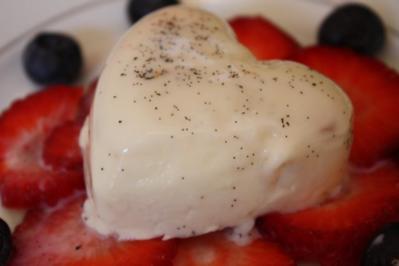 Panna Cotta auf Erdbeercarpaccio - Rezept