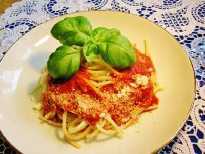 Nudeln mit Tomatensoße ... - Rezept