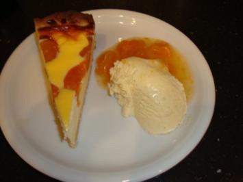 Triologie von Aprikosen-Quark-Tarte, Vanille-Eis und Aprikosenkompott - Rezept
