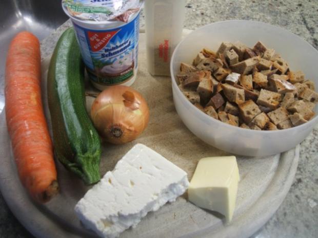 Suppen: Zucchinisuppe mit Karotten und Zwiebelcroutons - Rezept - Bild Nr. 2