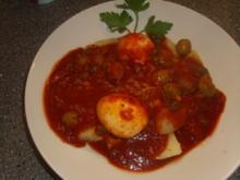 Eier in Tomaten-Kapern Soße - Rezept