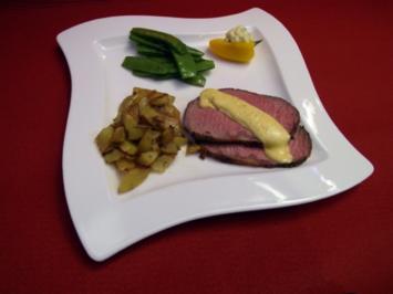 Rezept: Roastbeef mit Rosmarin-Pfeffer-Kruste und mediterranen Kartoffelspalten