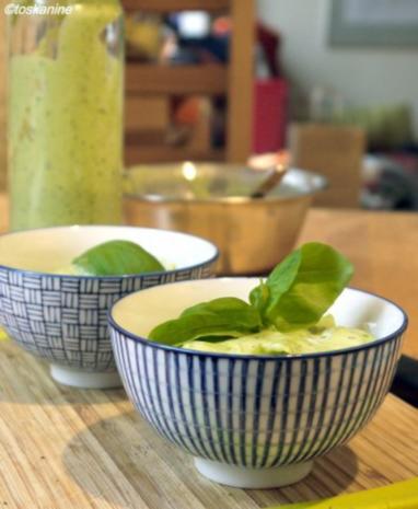 Basilikum-Avocado-Dressing - Rezept