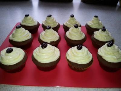 Schoko-Cupcakes mit Weiße-Schokolade-Topping - Rezept