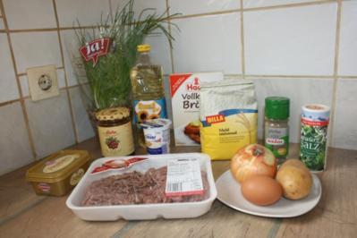 Köttbullar mit Sauce und Preiselbeeren - Rezept