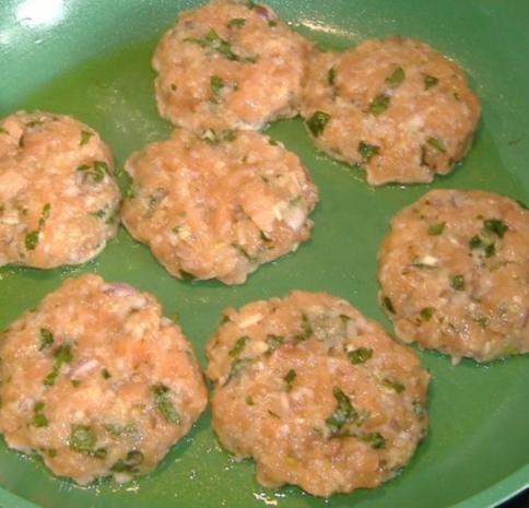Kleine Lachs Burger - Rezept - Bild Nr. 6