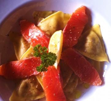 Tortellini mit Spinat-Ricotta Füllung mit gebeizten Lachs - Rezept