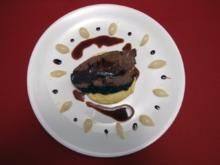 Geschmorte Ochsenschulter mit glasierten Zwiebeln und Zitruspolenta - Rezept